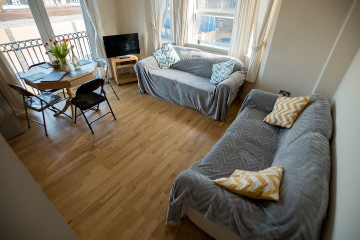 Turner Heights Spacious 1bed nr Old Town and Beach