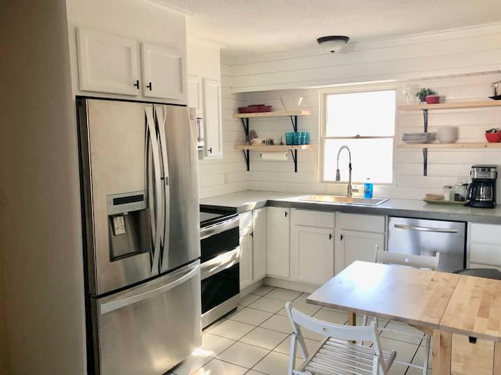 Private Duplex Home in Central Quiet Area