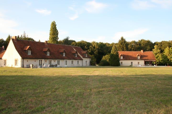 2 beautiful houses 16 p., pool in the Loir Valley
