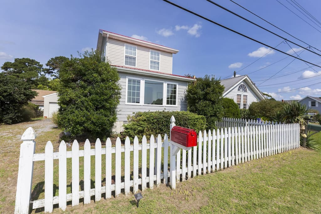 This lovely Chincoteague Home sleeps 8 people comfortably.