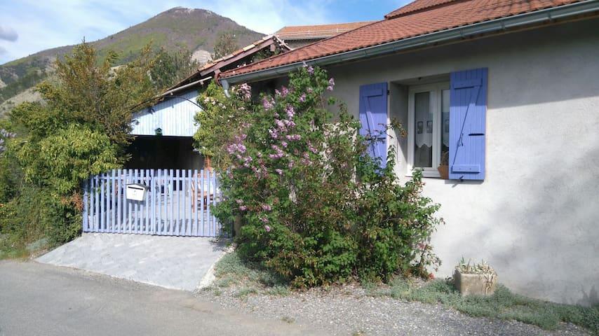 Maison de village indépendante - Oze - House