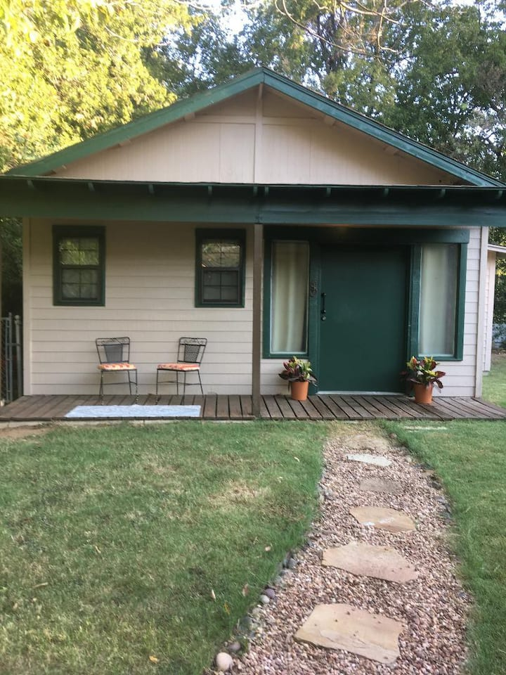 Cozy Guest House  to Dallas Cowboy ATT Stadium/FW