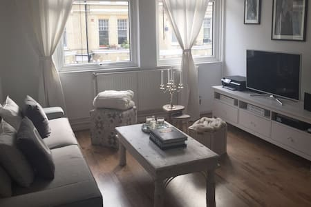 Lovely bright flat in the heart of Chelsea! - London - Apartment