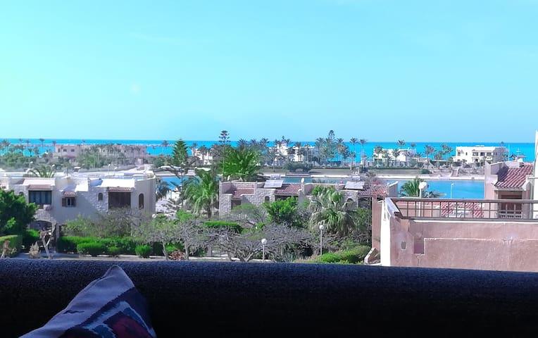 Sea & lake view apartment, Marina 2, beach access.
