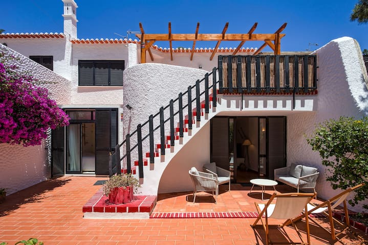 Traditional Family Villa 100m from the beach
