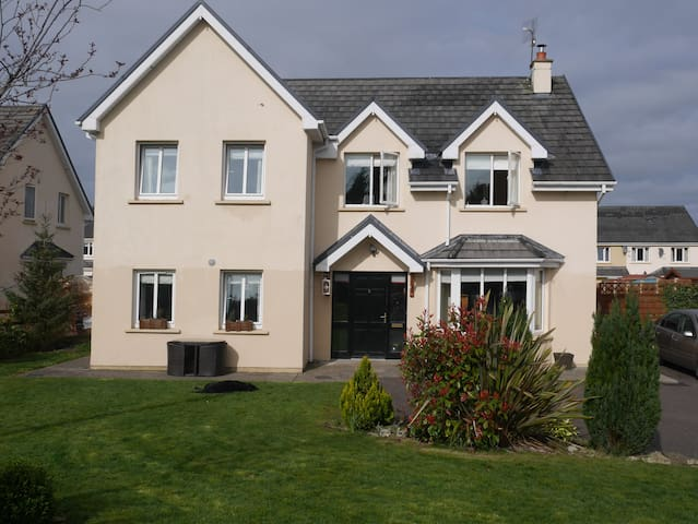 four bed detached house - Rathcool - Bed & Breakfast