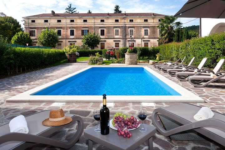 Villa Livade - Istrian house with swimming pool