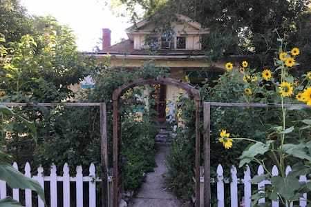 Green Street Homestead - Basement Shared Space - Salt Lake City - Bed & Breakfast