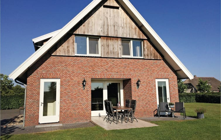 Holiday cottage with 3 bedrooms on 160 m² in Beerze