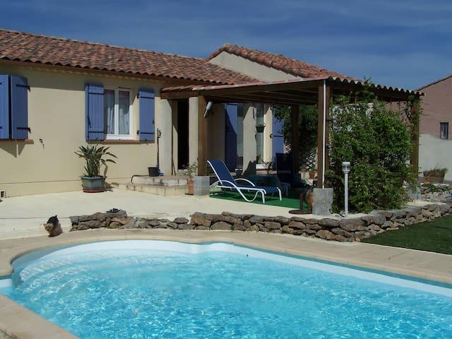 chambre dans villa avec piscine - Trèbes - Hus