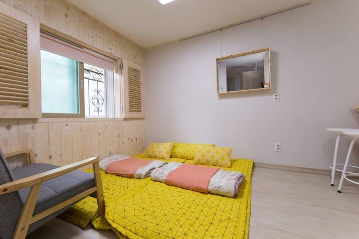 "Korean Cozy Couple ""Ondol Room"""