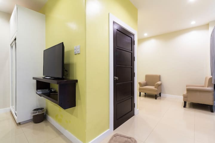 Homestay Ilihan Yellow Room