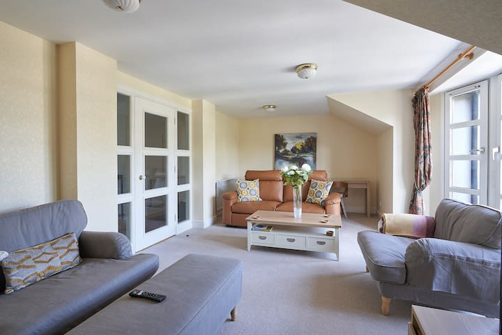 Lovely 3BR in beautiful green surroundings