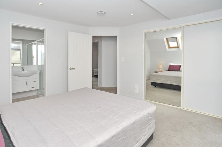 Regents A: Bedroom 2