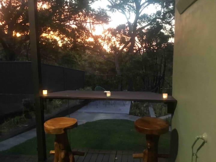 Harmony, private room in tranquil home, bush scene