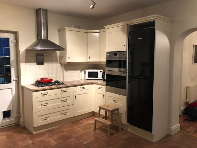 Gas hob, microwave, cooker, and fridge/freezer in the shared kitchen will all be available for use.   One of the upper cupboards will be empty for you to keep your food items as well so the counter doesn't become cluttered :)