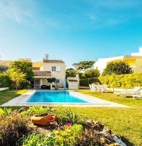 AMAZING VILLA, W/AC, WIFI, NEXT TO THE GOLF-COURSE