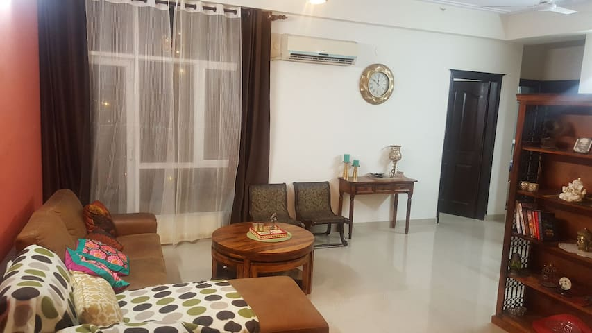 Private 2 BHK/washrooms family apptt. with wifi/TV