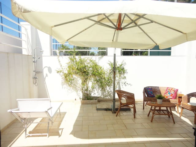 Holiday Apartment Close to the Beach with Air Conditioning & Terrace; Parking Available, Pets Allowed