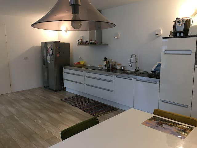 Modern & Spacious 2BR APT + private parking & Gym - Amsterdam - Appartement