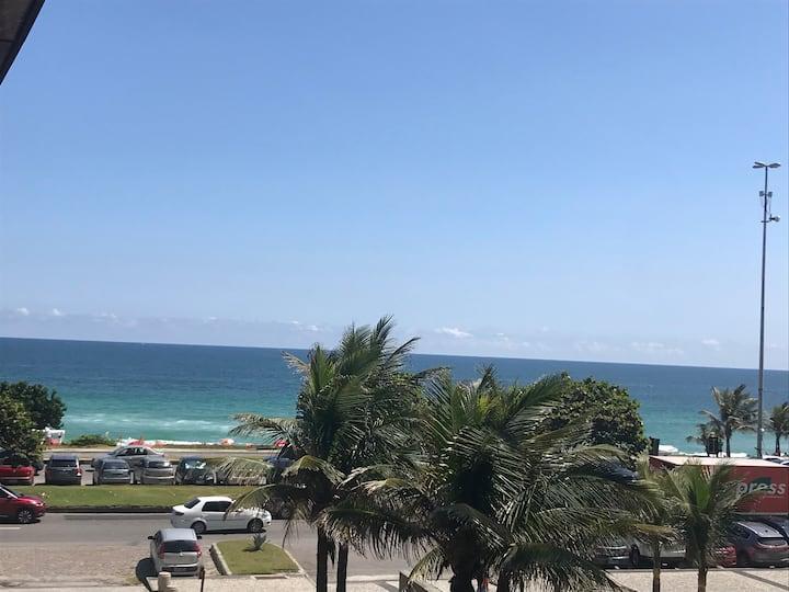 Flat na praia, melhor localização da Barra
