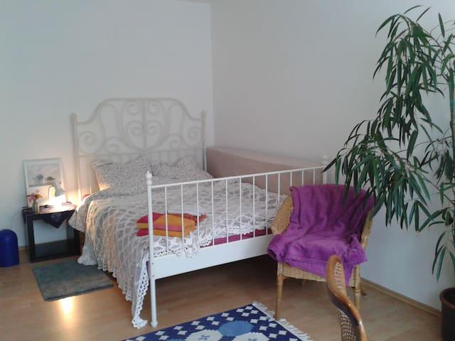 Gemütliches Doppelbett  140/200 mit Daunendecken
