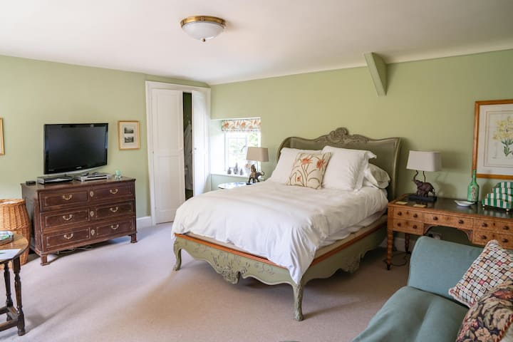The Rectory Wing: King room and Single room, with 1.5 baths