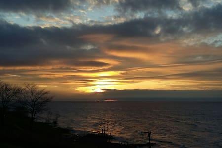 Sunsetcove 2- Lake Erie beach house - Geneva - Huis