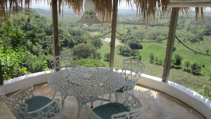 The Rest- a/c, Pool, beach, mountain, patio, WiFi