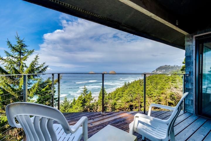 Oceanfront home w/ two balconies & lovely views - dogs are welcome, too!