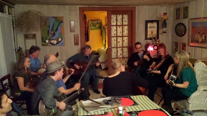 Experience Nashville Songwriting Workshops