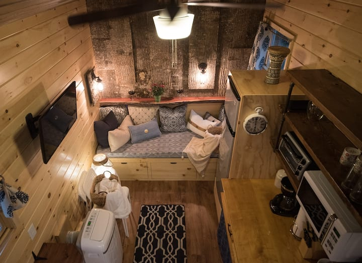 Spacious Tiny House, Quick to Downtown & RDU