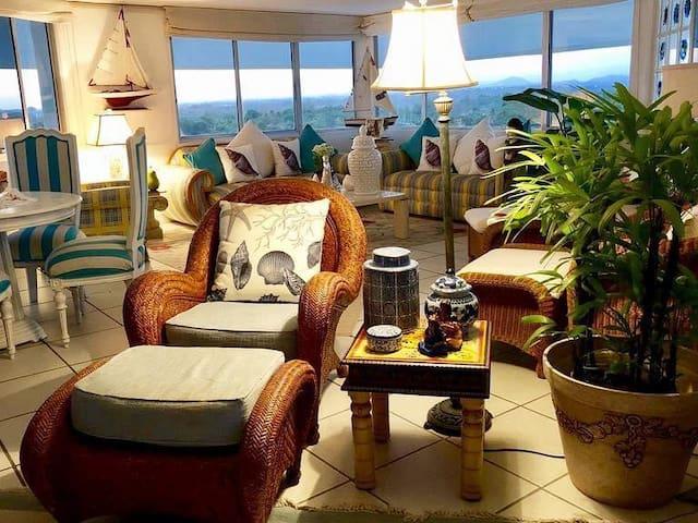 Luxury Beachfront Condo Apartment in Coronado