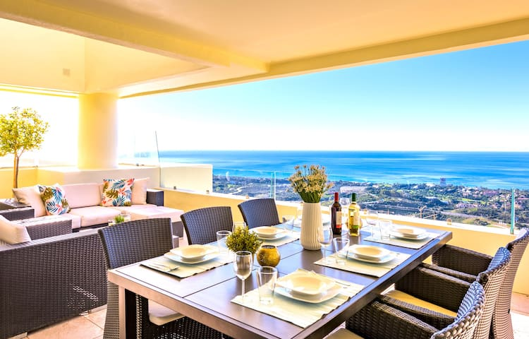 Penthouse Los Monteros Hill club