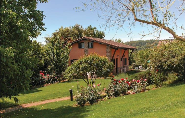 Semi-Detached with 1 room on 40m² in Capranica VT