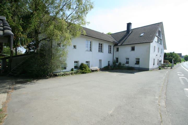 Früherer Bauernhof mit Einliegerwohnung