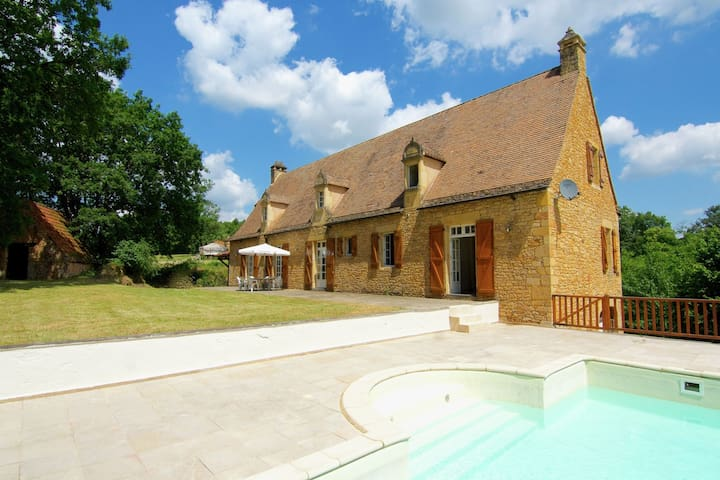 Large country house with private pool and a nice view over a green landscape.