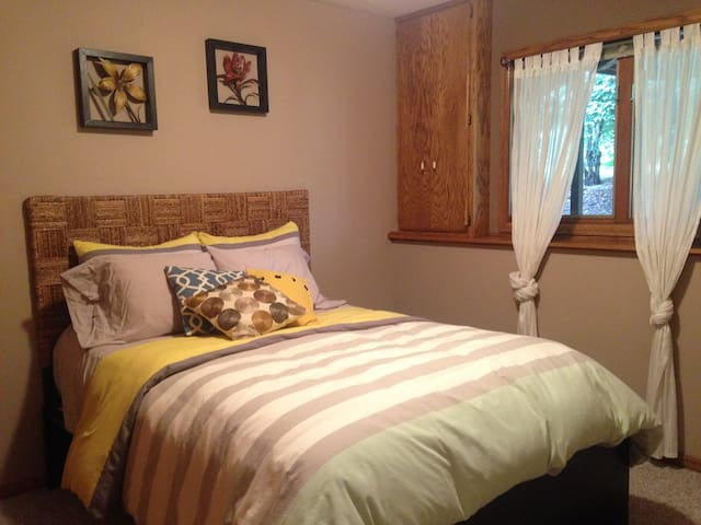 Cozy + Comfy Get Away - Burnsville - Townhouse