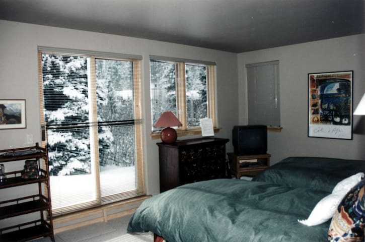 Alpine Creek B&B - Picasso Room