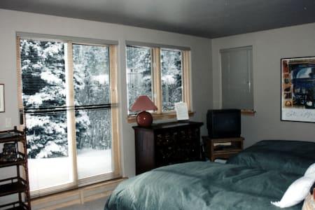 Alpine Creek B&B - Picasso Room - Vail