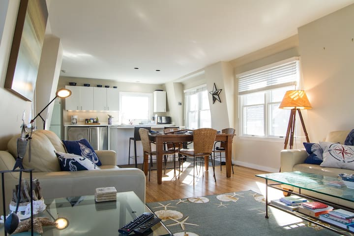 Bright 2BD 1BA w/Sea Views! - Provincetown - Wohnung
