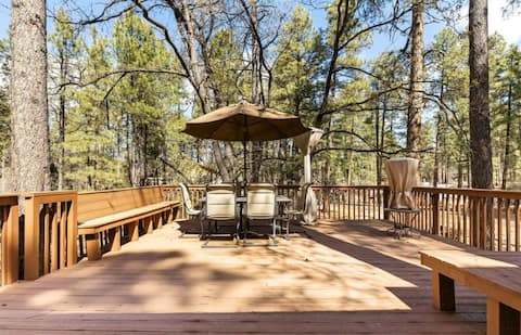 Lazy Bear Cabin: Just Minutes from Goldwater Lake
