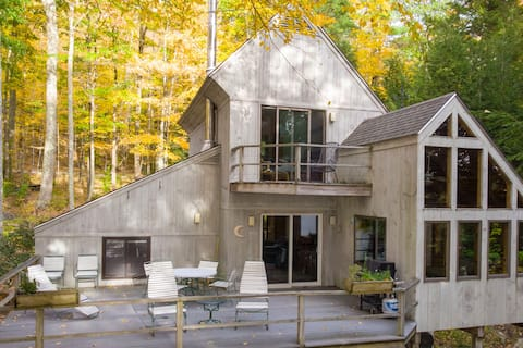 Lakefront Treehouse in the Berkshires