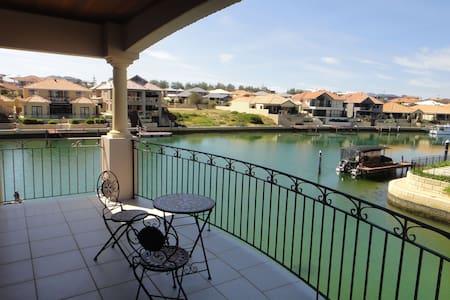 Joie de Vivre - Luxury Island Getaway Port Bouvard - Rumah