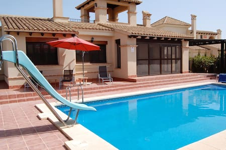 Detached villa with own pool - Fuente Álamo