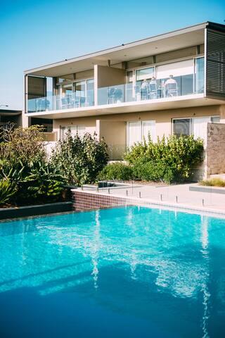 2 Bedroom Luxury Ocean View Villa @ Smiths Beach Resort