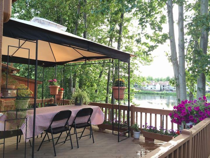 The Bamboo Room at Reflection Lake B&B