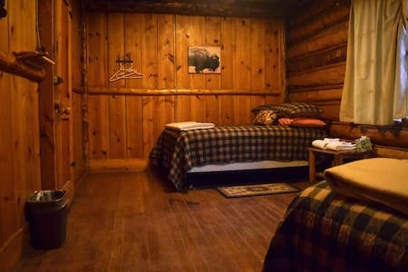 Room #8 in the Historic Range Rider Lodge - Park County - Otros
