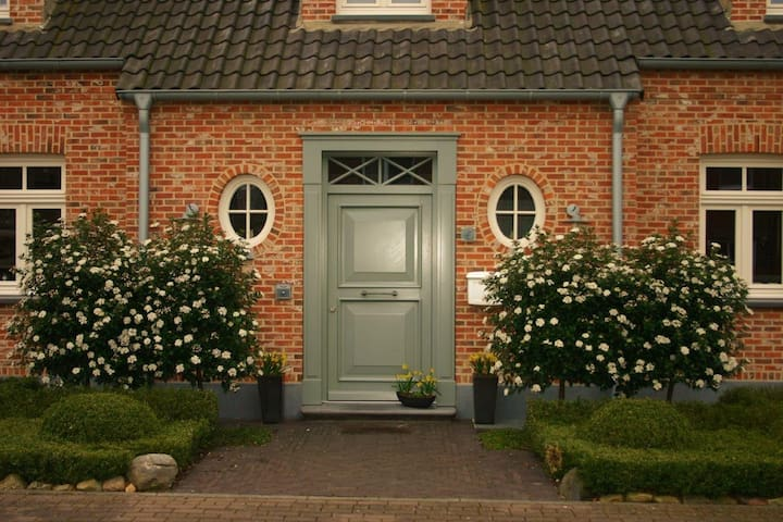 Charming B&B near trade fair Düsseldorf (Messe) 1