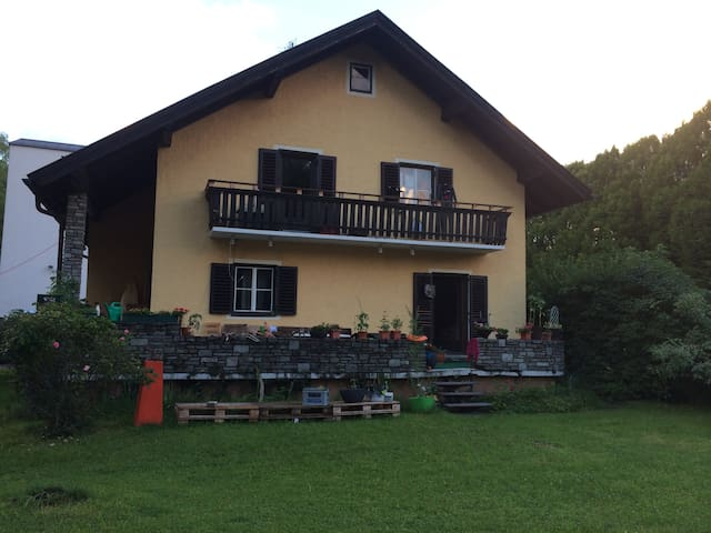 Kleines Zimmer in Haus-WG/ small nice room :-)